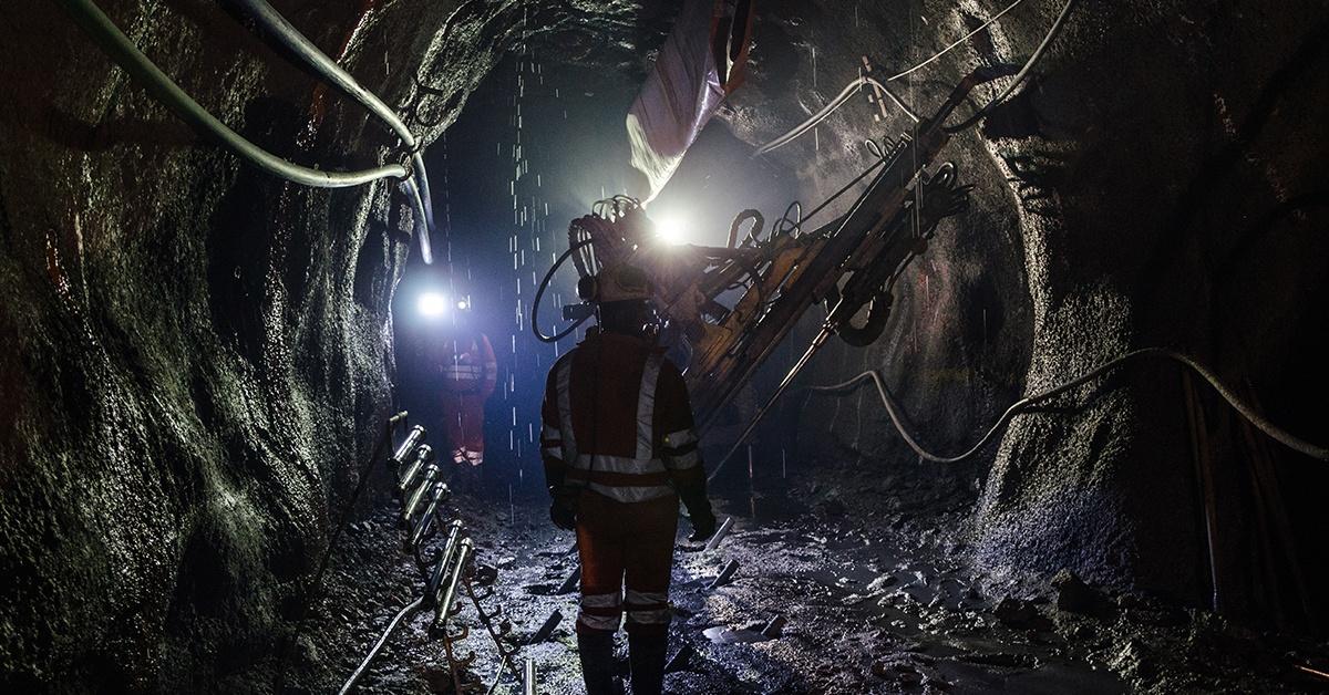 Coal mine with equipment