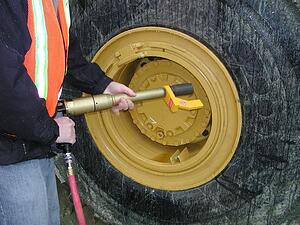 RAD-10GX-Pneumatic-Torque-Wrench-Cat-Wheel-Nut-Application-Photo