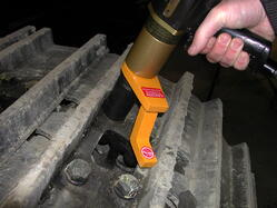 RAD_10GX_Pneumatic_Torque_Wrench_Cat_Track_Pad_Bolt_Application_Photo