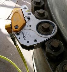 Hydraulic torque wrench in use